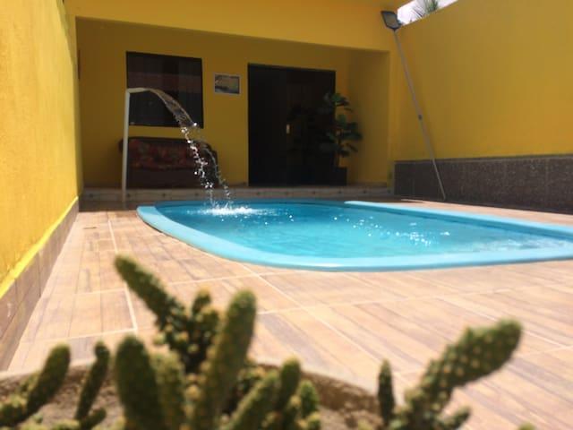 Excelente casa com piscina à 250 metros da praia!