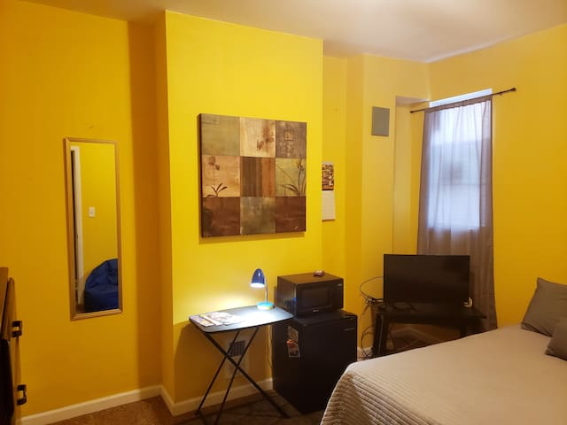 Cozy room mins from Johns Hopkins, Downtown, Fells