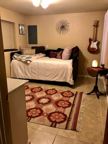 Private Apartment - near Downtown and Airport!