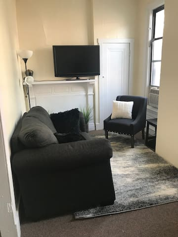 Prime Pittsburgh location in a Cozy One Bedroom
