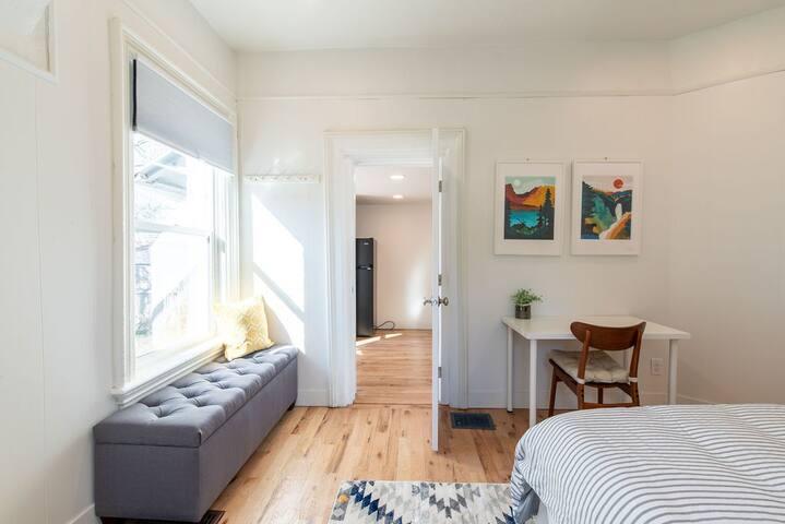 Airy & Quaint SLC Downtown one-bedroom unit