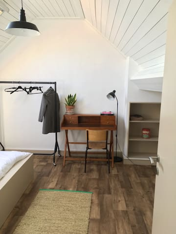 Cosy room with King size bed - Gent - Huis