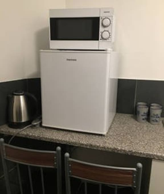 Electric kettle, Fridgeand microwave