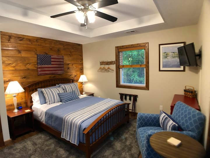 The Sycamore - Walnut Waters Bed and Breakfast