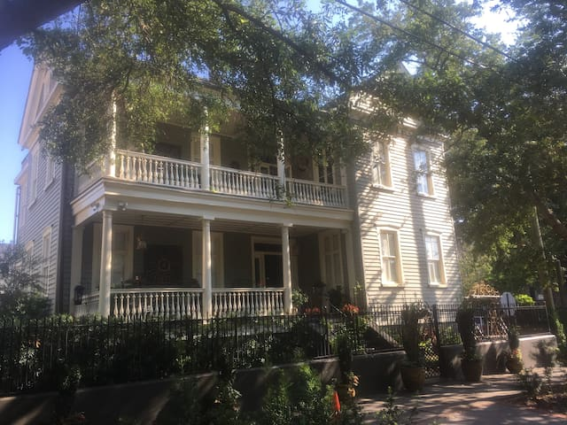 #1 RATED B&B, BIG SOUTHERN BREAKFAST, FREE PARKNG