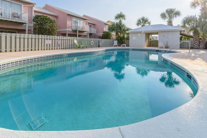 New! Lovely home, 5m walk to the beach, w/pool 21