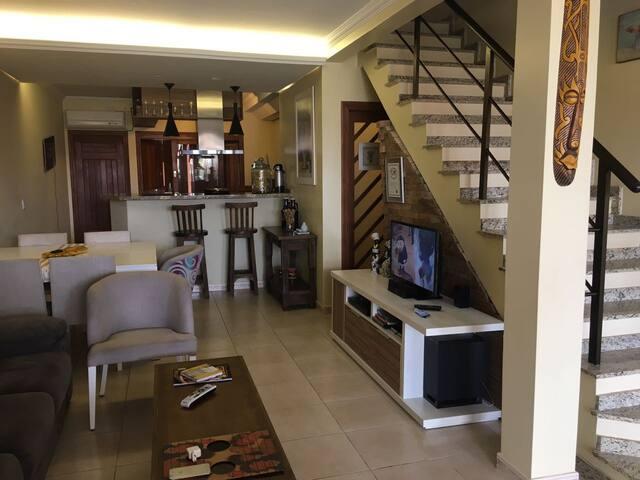Sobrado 3 andares - Split em todos Ambientes - Imbé - House
