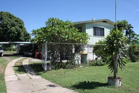 A Mates Place - Deeragun - บ้าน