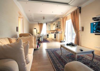 Bonito piso cercano al aeropuerto - Madrid - Talo