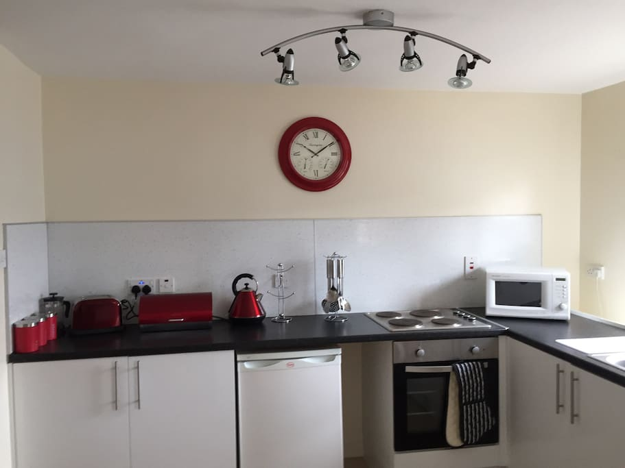 Full kitchen including cooker, microwave, kettle,toaster, full compliment of crockery, cutlery , pots and pans. We include complimentary coffee, tea for guests on arrival