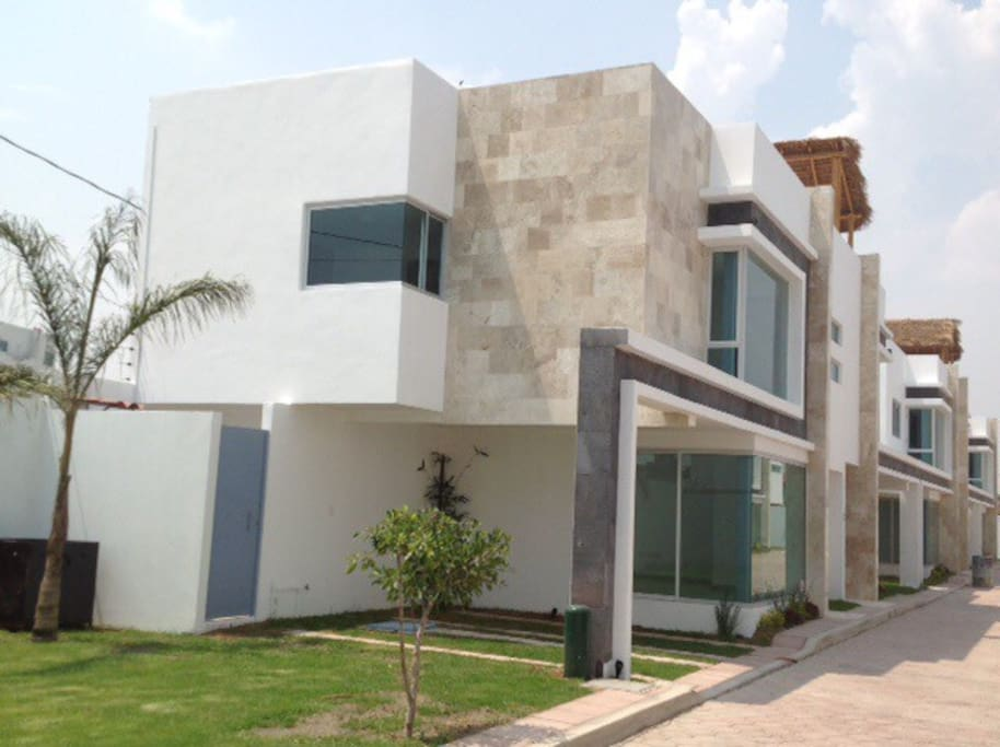 Big house in cholula with amazing views houses for rent for Big amazing houses