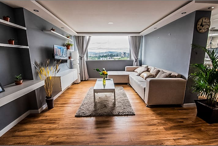 5  Star Luxury place in the heart of the city!!