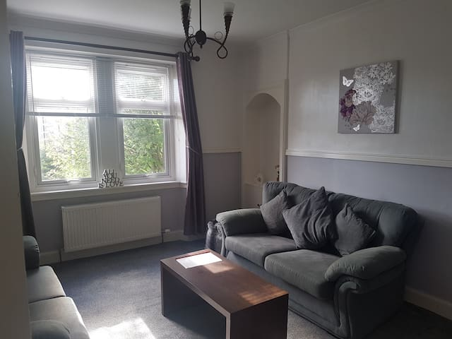 Cosy and spacious one bedroom flat nr city centre