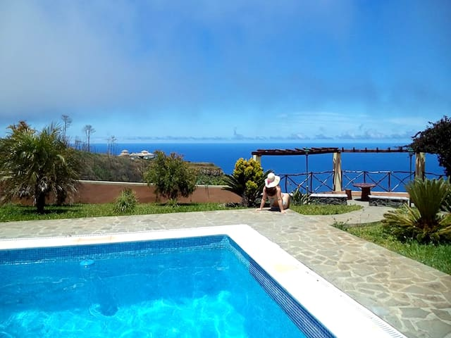 Beautiful house with pool and fantastic sea view - Madeira - 別荘