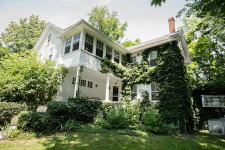 Historic New England Charm - Justine Room