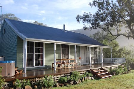 Hunter Valley - Cadair Cottage - Rosebrook - Blockhütte
