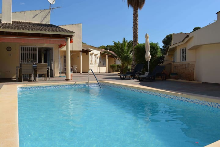 Villa in una strada privata tranquilla a La Nucia,10 km dalla spiaggia di Altea
