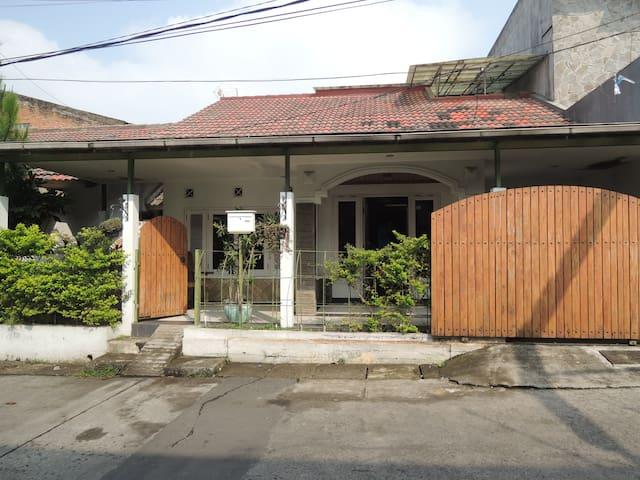 pondok mutiara guest house - Cimahi Utara - Гостевой дом