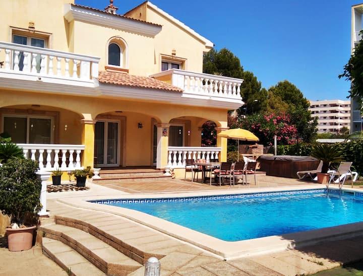 Villa 1000m2 con Piscina y Jacuzzi. Playa a 200m