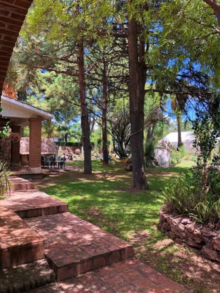 Bonito bungalow para 4 personas en hermoso jardin