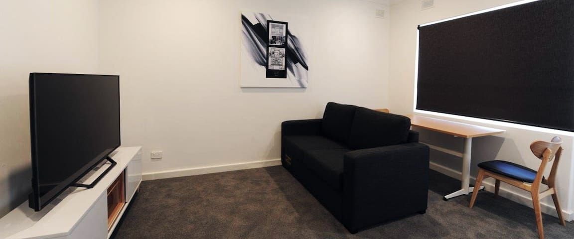 FULLY FURNISHED APARTMENT2: 7 MINS TO ADELAIDE CBD