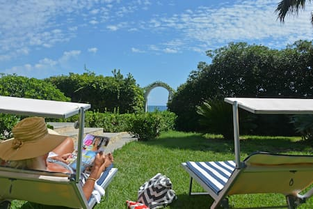 Villa Adamo, absolute beachfront - Arenella