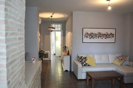 Bright sunny room to rent in Russafa - València - 公寓