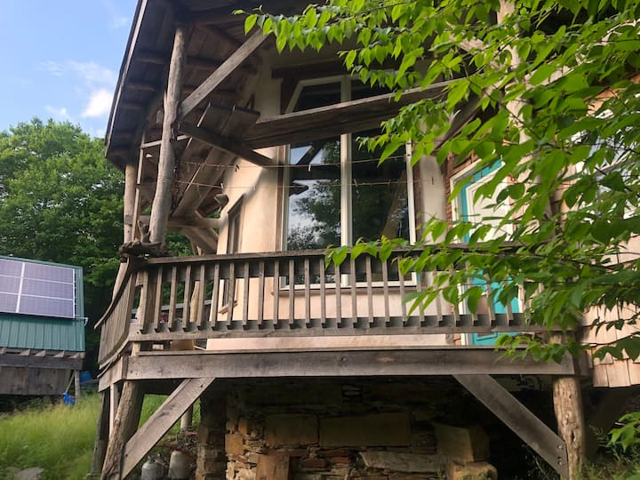 Cloudy Mountain Refuge, Pet Friendly Cabin in WV