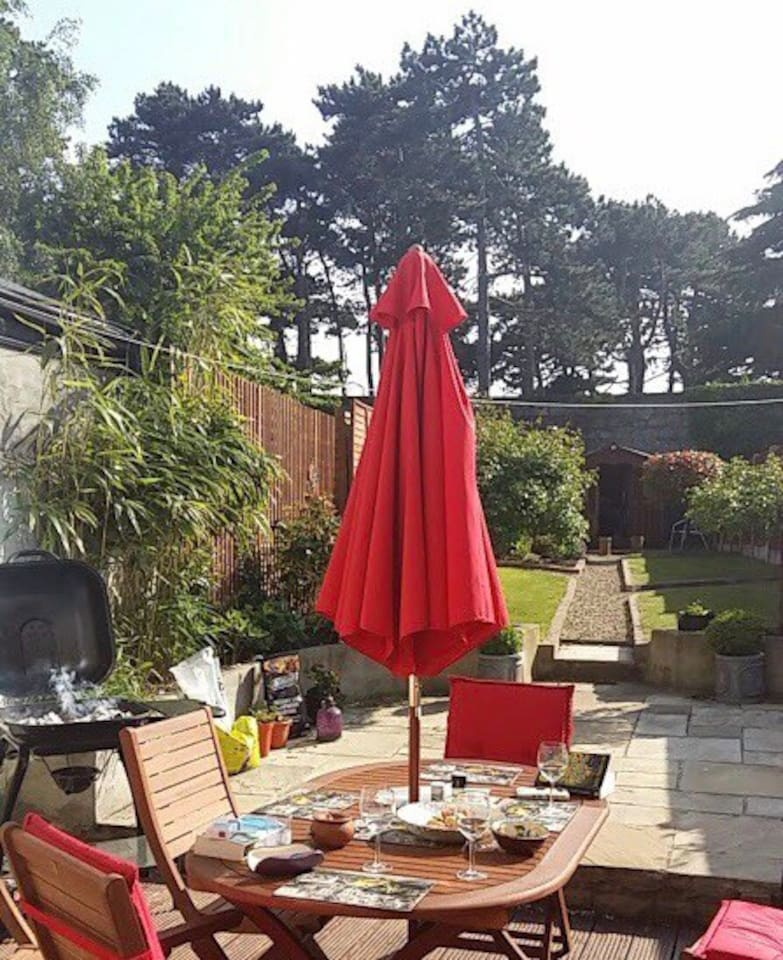 Large back garden with outdoor dining furniture