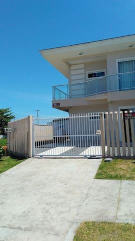 Casa  em Guaratuba  á 100 metros praia