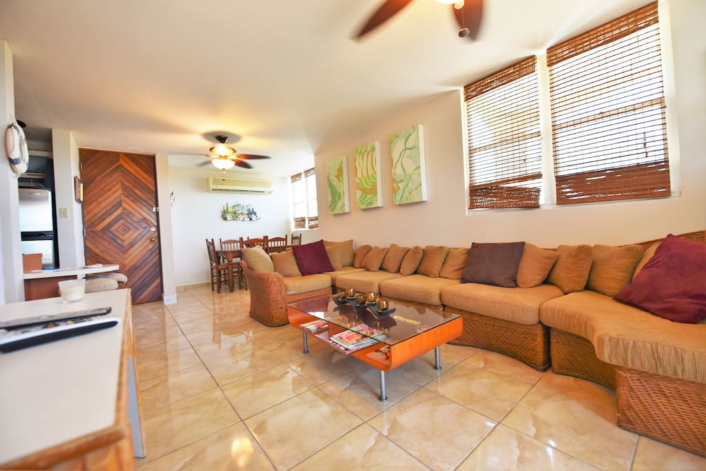 elegant living room, cable TV, music system, a/c all over, ceiling fans, WiFi,,