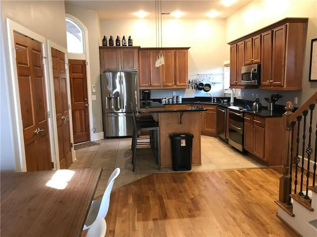 Beautiful and Huge 3 Bed Downtown Indy Condo