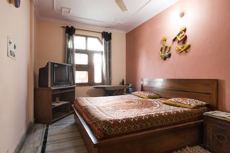 Lavish Private Room on the rooftop in North Delhi - Neu-Delhi - Wohnung