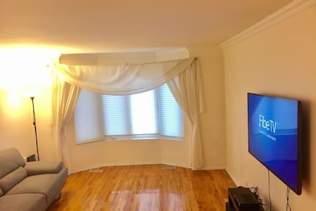 Huge 5bedroom house - Montréal - Hus