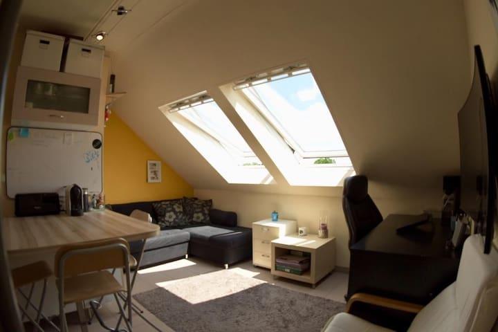 Gezellige duplex studio met privéparkeerplaats