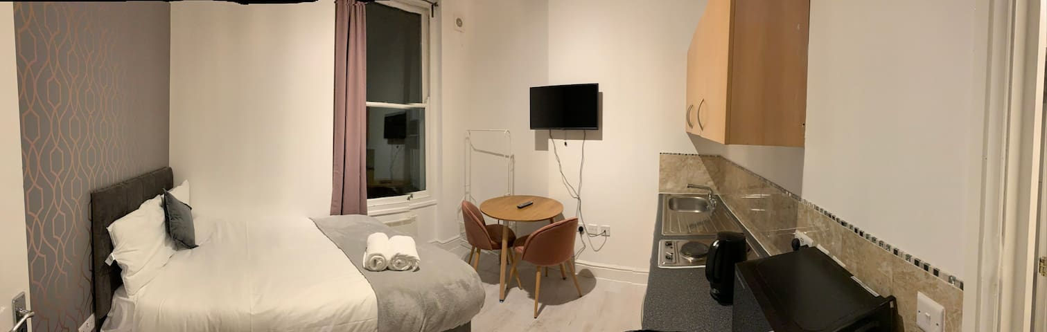 Cosy Studio Kensington Central London 5 H