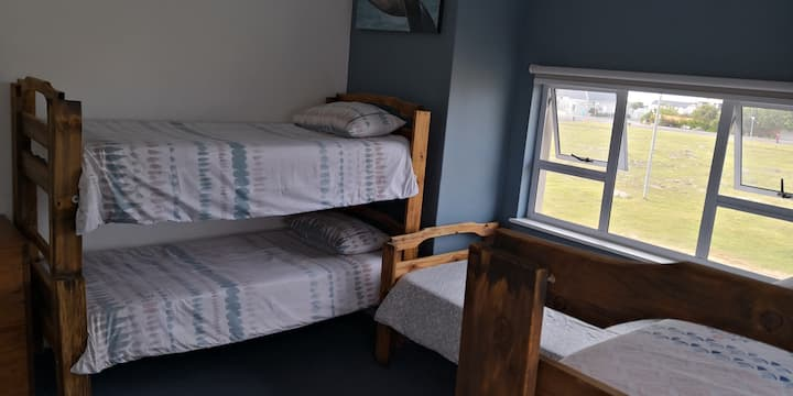 Hermanus Backpackers - 1 dorm bed (7 bed dorm)
