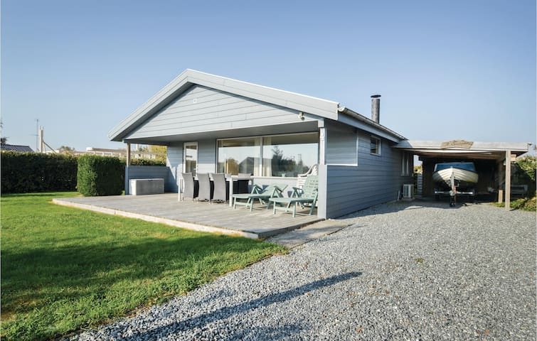 Holiday cottage with 2 bedrooms on 65m² in Hejls