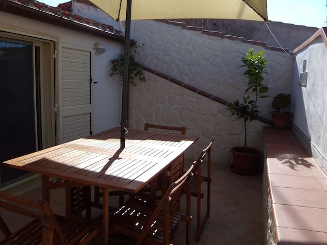 Holiday Home in Central Location with Wi-Fi, Air Conditioning and Terrace