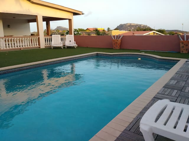 Private Gated House With Pool