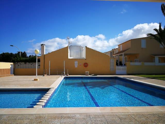 Bungalow con piscina en Mar de Cristal.