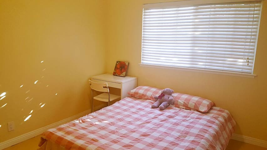 Perfect location with low price . AC on all day!