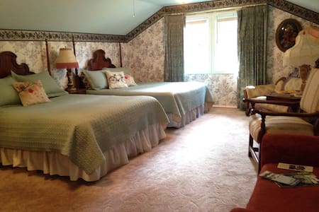 Upstairs dbl queen, Pvt bath - Westfir - Bed & Breakfast