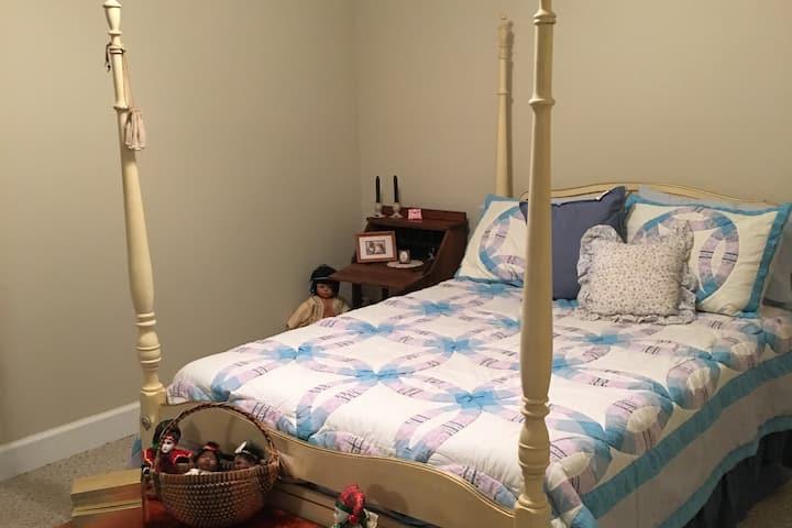 Jim's Gosling Room (at Goose Hill Downs B&B)