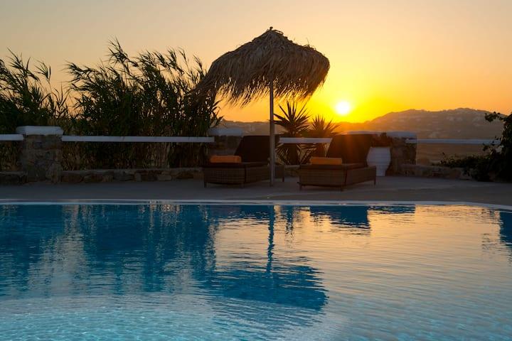 Luxurious Villa near Mykonos Town (3-Bedrooms)