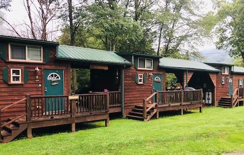 Richmond's Meadow Creek Hideaway Cabin #3