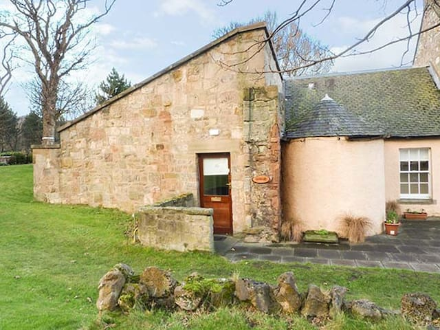 MERCAT COTTAGE, pet friendly in Cockenzie And Port Seton, Ref 951087