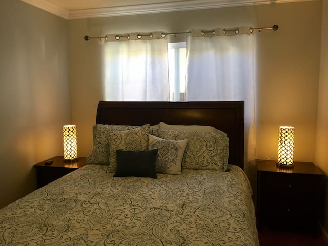 R2 Clean and quiet 2 bedroom, close to LAX