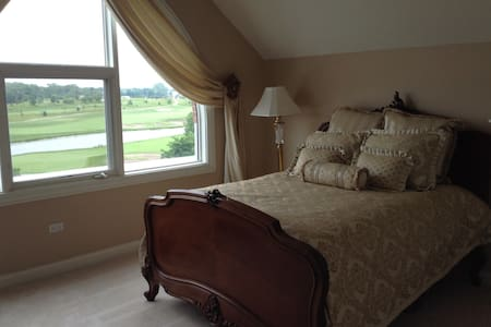 Two bedrooms, Private Bath, Parking - Glenview - Townhouse