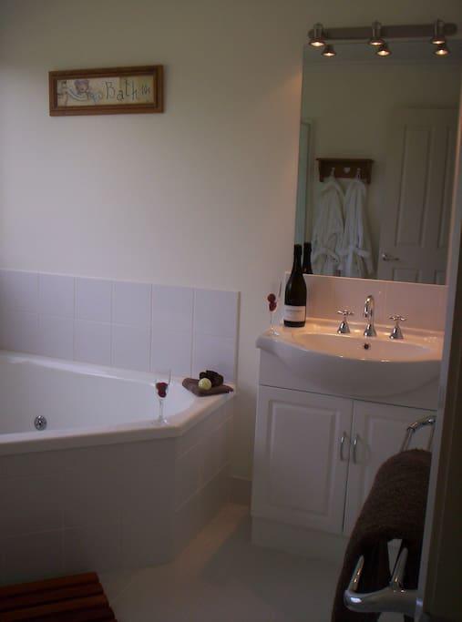 Spa/Bathroom